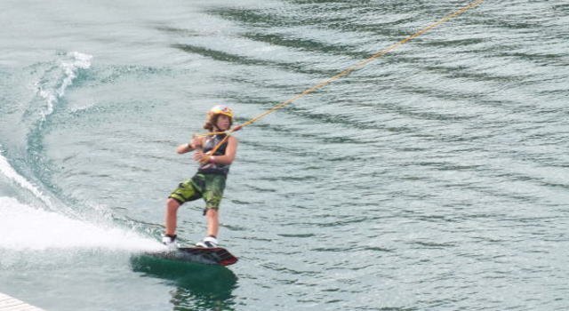 Kneeboarding, Waterskiing & Wakeboarding